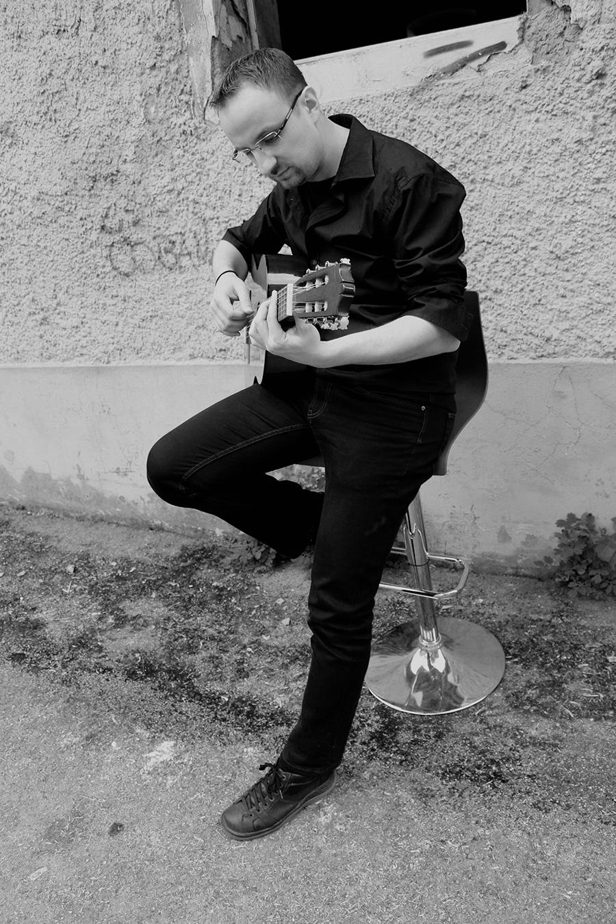 Vjekoslav Pavlovic, gitara